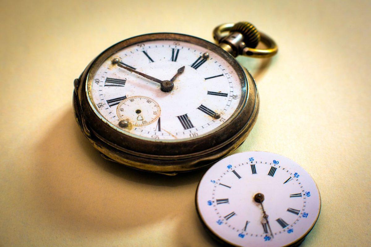 Gold Clock Image